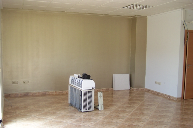 Se vende local  en Calpe.